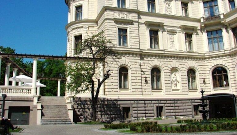 Izsola viesnīcu 'Europa Royale Rīga' bijušajā Benjamiņa namā
