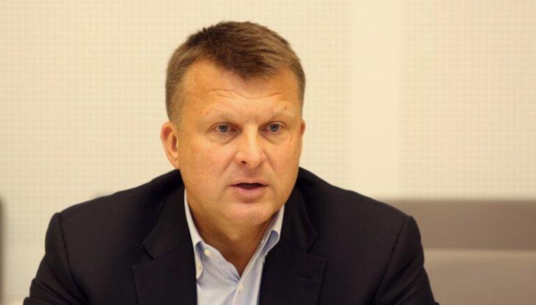 Связанная с Айнаром Шлесерсом компания не получила разрешения на перевозки через Литву
