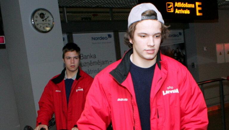 Hokejists Koļesņikovs nepaliks Zviedrijas trešās līgas klubā