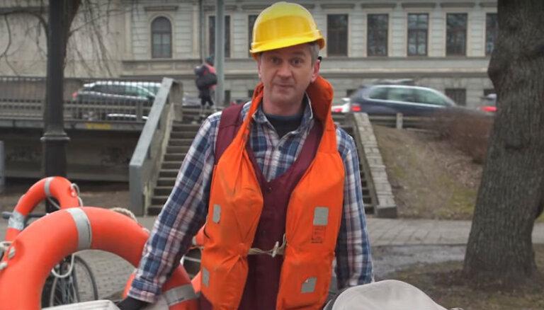 Pašmāju interneta hits: Skutelis iesmej par brūkošo Vanšu tiltu