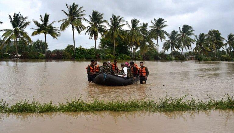Bojāgājušo skaits plūdos Indijā pārsniedzis 200
