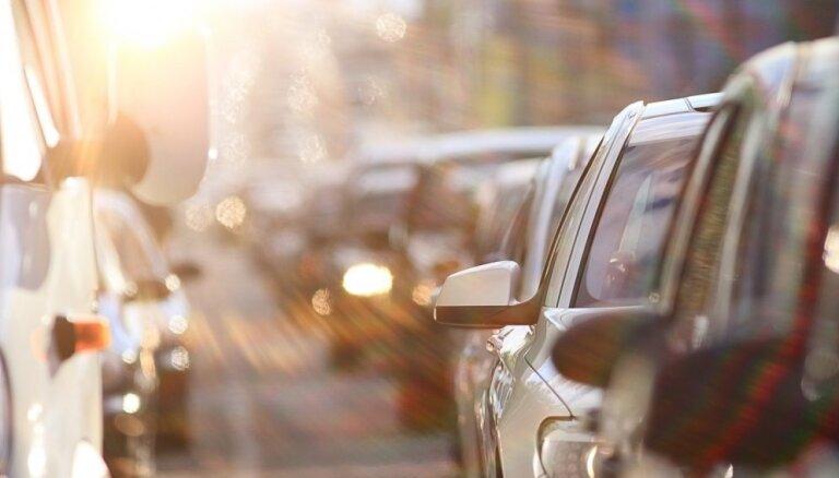 Brīdina par palēninātu satiksmi Jūrmalas un Saulkrastu virzienā