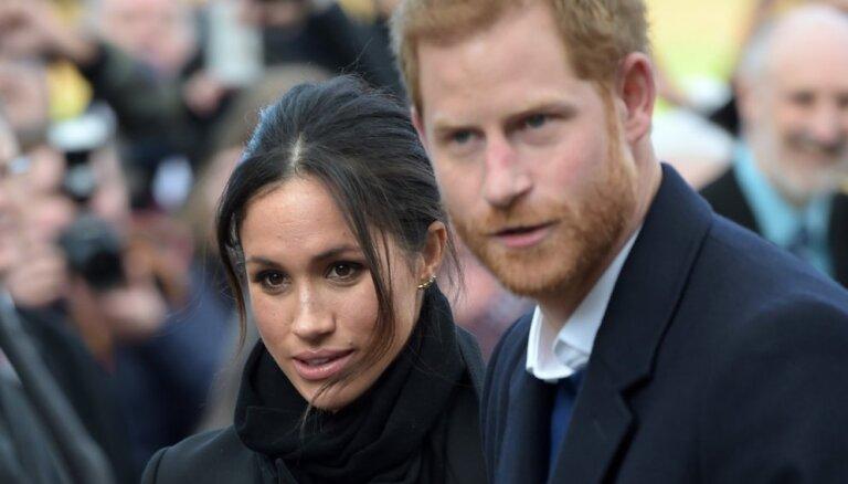 Британцы считают, что принца Гарри с женой заменили роботами