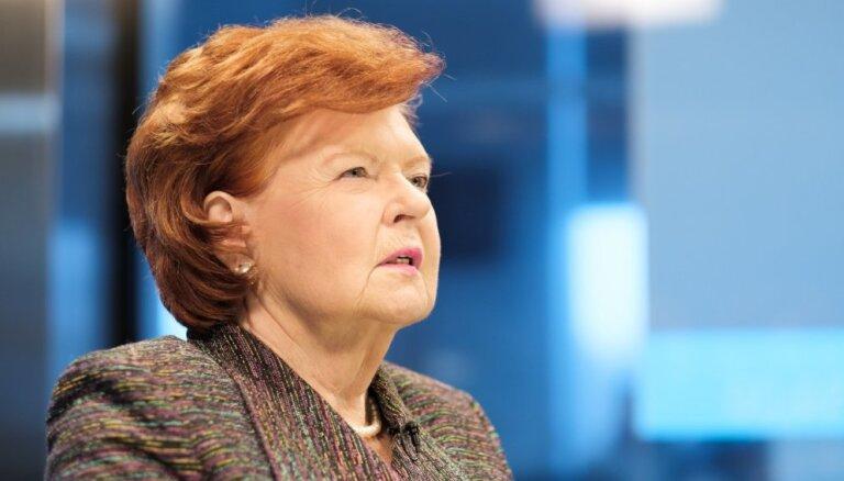 EP vēlēšanas: Vaira Vīķe-Freiberga aicina iedzīvotājus doties balsot