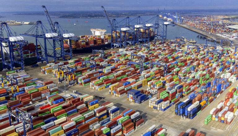 'Maersk' kravas šoferu trūkuma dēļ aptur konteineru piegādes Lielbritānijai