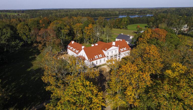 Milzu kartupelis un slepenie imperatores randiņi: muižas un pilis, ko apskatīt Lietuvā