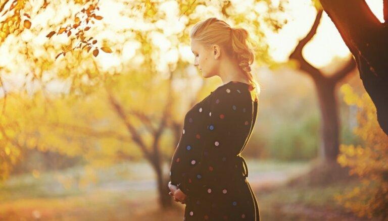 Kļūt par māmiņu pēc 35: riski, ieguvumi un ārstu komentāri par vēlo grūtniecību