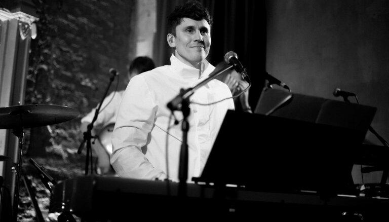 Foto: Šipkēvics un 'Nepāriet' prezentē jauno Imanta Kalniņa dziesmu albumu
