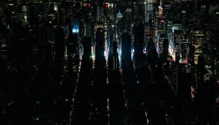 Foto: Sestdien Ņujorkā bez elektrības paliek prāva daļa pilsētas