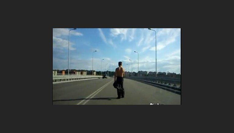 Самоубийца на мосту (видео)