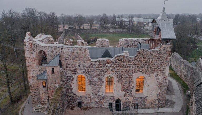 ФОТО. Два года работы и вот результат: В Добеле завершилась реконструкция замка