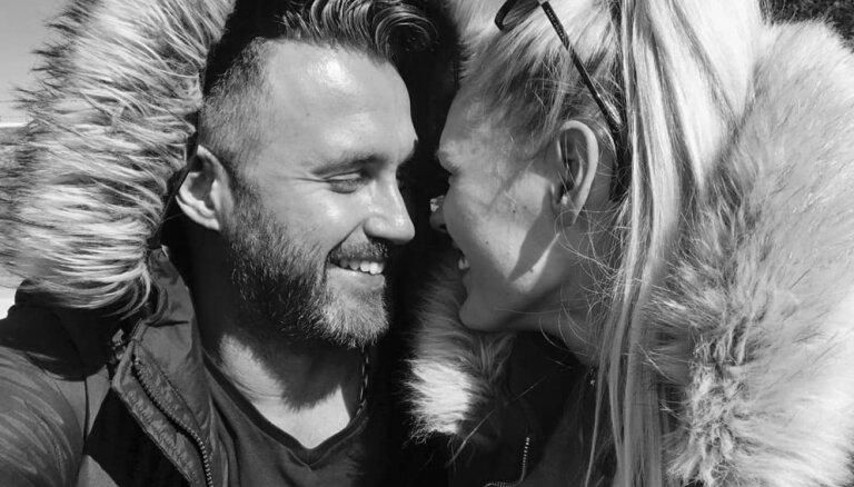 'Saķērušies': Madara Kiviča un Miks Ozoliņš pārsteidz ar divdomīgu foto