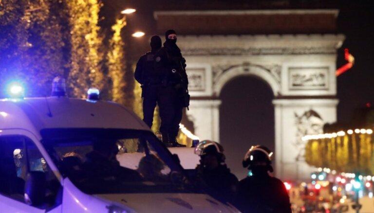 Apšaudē Elizejas laukos Parīzē nogalināts policists; atbildību uzņemas 'Daesh'