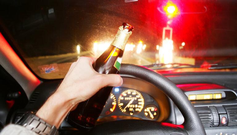36% autovadītāju atzinuši, ka ir vadījuši spēkratu pēc alkohola lietošanas