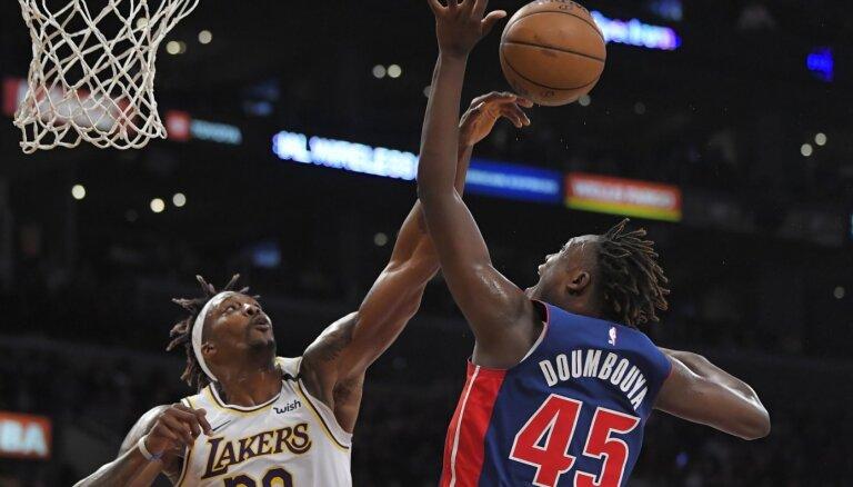 Video: 'Lakers' basketbolisti mačā izceļas ar 20 bloķētiem metieniem