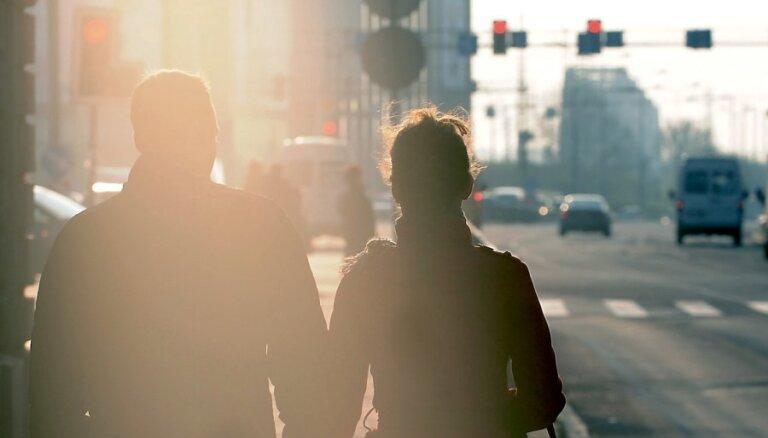 Latvijas iedzīvotāju skaits gada laikā sarucis par 12 300 cilvēkiem, secina CSP
