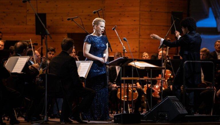 Foto: Ar Elīnas Garančas un 'Vīnes filharmoniķu' koncertu grezni noslēdzies 'Rīgas festivāls'