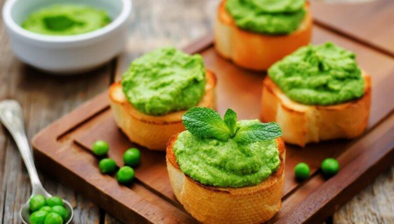 Itāliešu kraukšķmaizītes – krostini un brusketas: 12 receptes mājas ballītēm