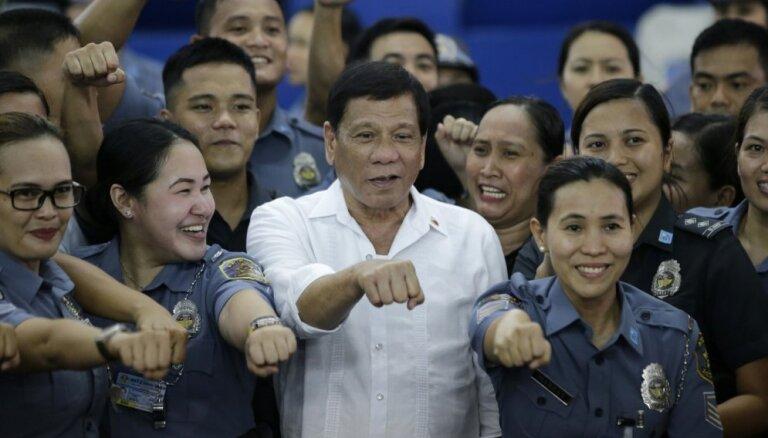 Neraugoties uz Covid-19 radīto krīzi, palielinājusies Filipīnu prezidenta popularitāte