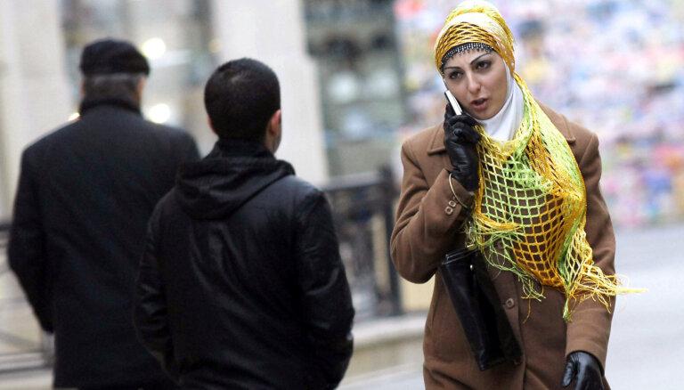 Azerbaidžānā aug hidžābā tērptu sieviešu skaits, kā arī viņu bezdarbs