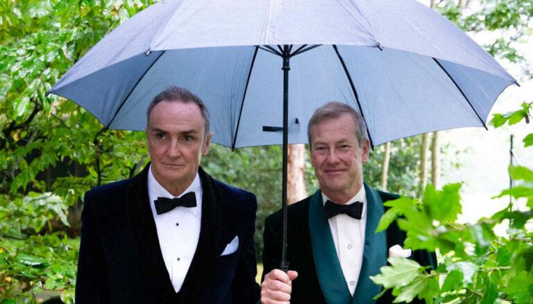 Britu karaliskajā ģimenē nosvinētas pirmās geju kāzas