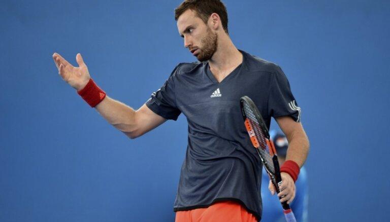 Gulbis ATP turnīrā Ženēvā neatrod pretargumentus spēcīgajam Zverevam