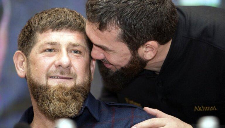 Avārijā Groznijā bojāgājušas ģimenes tuvinieki lūdz Kadirovam nesodīt vaininieku - līdera brālēnu
