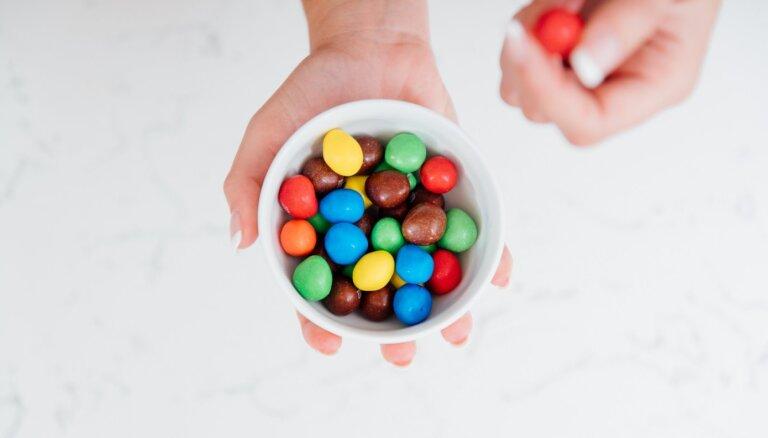 Cukura ietekme uz smadzenēm: kāpēc rodas neremdināmas alkas pēc kā salda