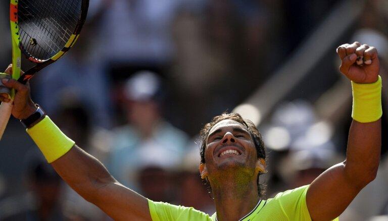 Nadals un Federers sasniedz 'French Open' ceturtdaļfinālu; Vavrinka aptur Cicipu