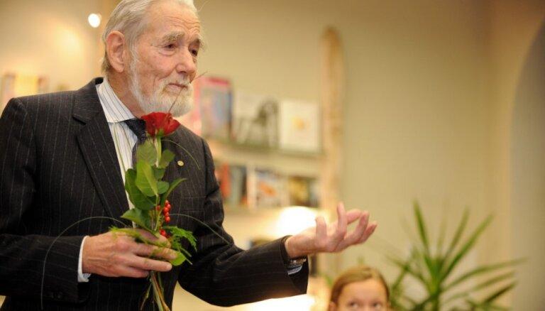 Nacionālajā bibliotēkā pieminēs Valda Bisenieka 90 gadu jubileju
