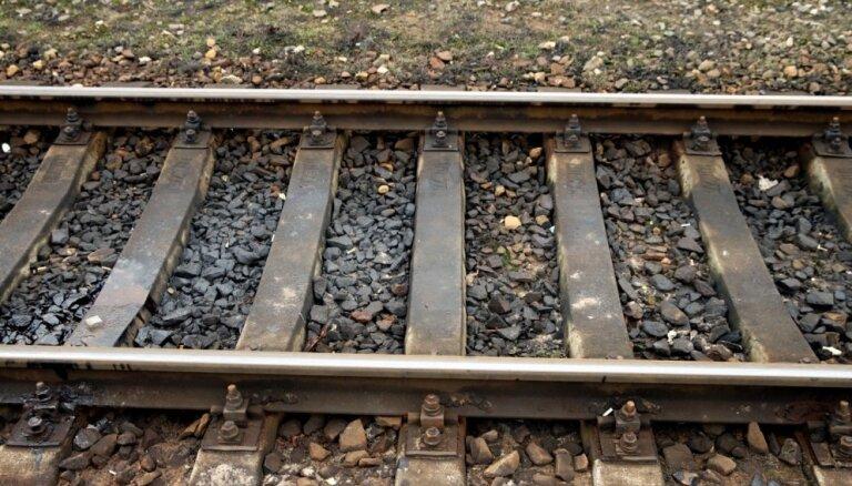 ВИДЕО: В Казахстане поезд врезался в автобус на железнодорожном переезде
