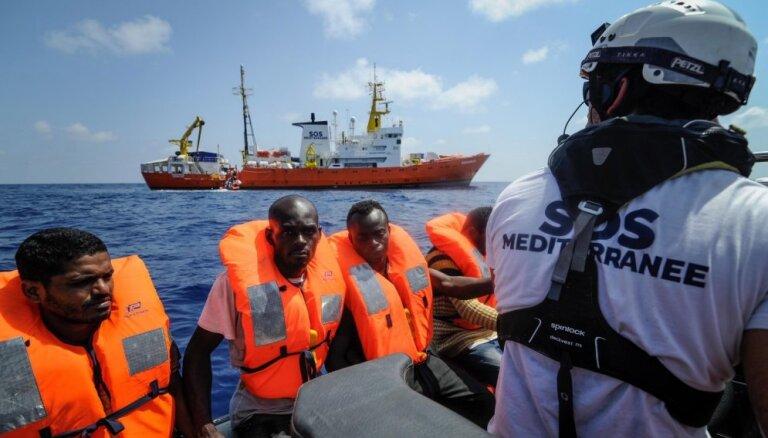 Migrantiem uz glābšanas kuģa 'Aquarius' atļauts izkāpt krastā Maltā