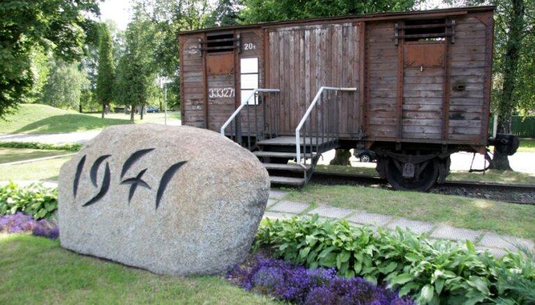 В Латвии проходят мероприятия памяти жертв коммунистического геноцида
