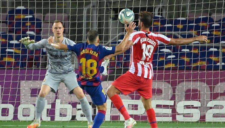'Barcelona' cīnās neizšķirti ar 'Atletico' un sāk atpalikt cīņā par čempionu titulu
