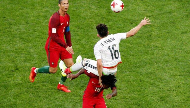 Видеоассистент отменил гол португальцев, чемпионы Европы упустили победу