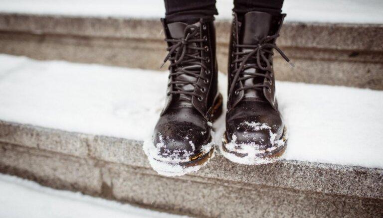 Как избавиться от следов соли на обуви
