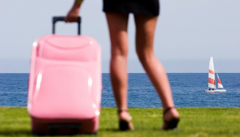 Российские туристы заметно сократили траты за рубежом