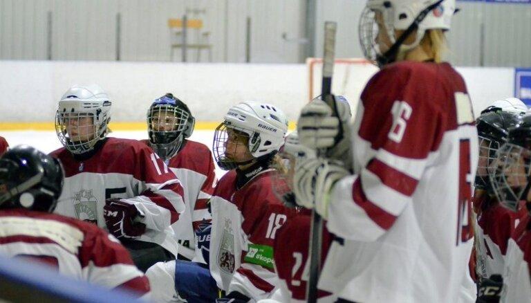 Latvijas sieviešu hokeja izlase otrajā pārbaudes spēlē pieveic Poliju