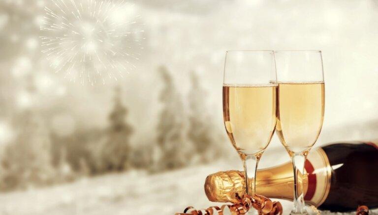 Опрос: 47% жителей Латвии планируют потратить на празднование Нового года до 40 евро