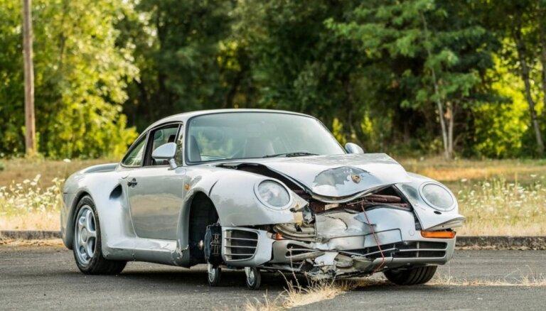 Foto: Par pusmiljonu dolāru pārdots sadauzīts 1987. gada 'Porsche'