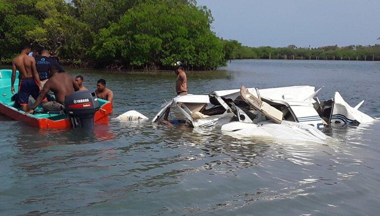 Hondurasā lidmašīnas avārijā gājuši bojā pieci tūristi