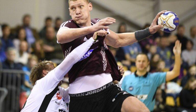 Latvijas handbolisti gūst uzvaru pār Nīderlandi EČ kvalifikācijas turnīra otrajā spēlē
