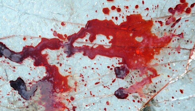 В доме нашли тело жестоко убитой женщины: судят сына, однако тот отрицает свою вину