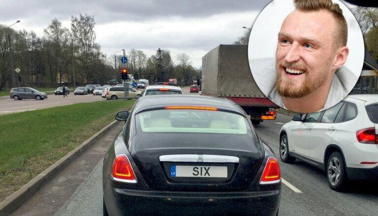 Foto: Porziņģa 'Rolls-Royce' šoferis ir vecākais brālis Mārtiņš