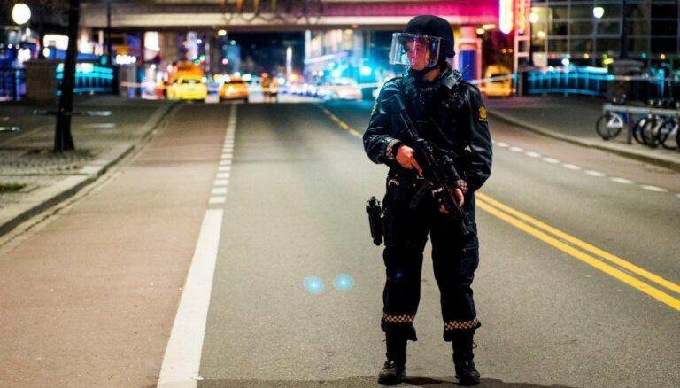 ФОТО, ВИДЕО: Вооруженный мужчина угнал в Осло машину скорой помощи и совершил наезд на людей