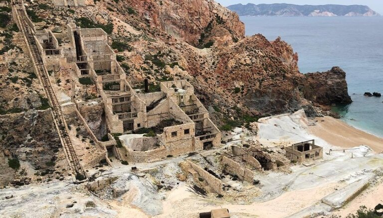 Foto: Pamestas sēra raktuves pašā Vidusjūras krastā