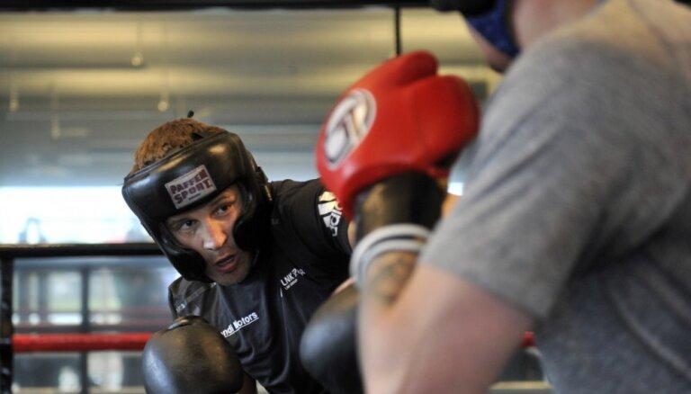 b1a9311bfd1 Brieža treneris pārliecināts – bokseris cīņu noslēgs pirms laika