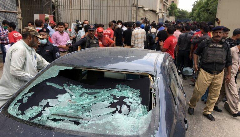 Bruņoti kaujinieki uzbrukuši Pakistānas biržas ēkai