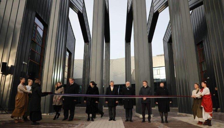Foto: Rīgā atklāj Baltijā unikālo Muzeju krātuvi