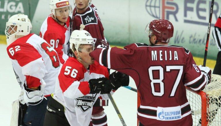 Rīgas 'Dinamo' 38 'bullīšu' sērijā piedzīvo zaudējumu pirmajā pārbaudes spēlē